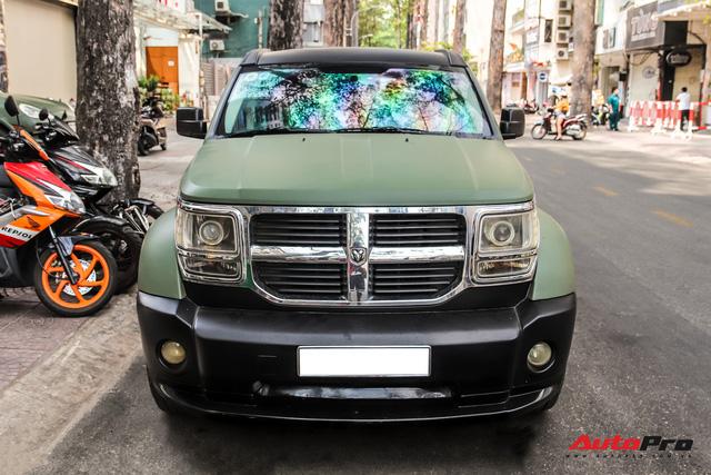 SUV địa hình Dodge hàng độc của ông Đặng Lê Nguyên Vũ bất ngờ xuất hiện trên phố Sài Gòn - Ảnh 1.