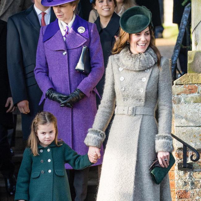 Ngất ngây với một loạt khoảnh khắc của các tiểu hoàng tử, công chúa trên thế giới cho thấy họ đích thực là bản sao hoàn hảo của cha mẹ mình - Ảnh 1.