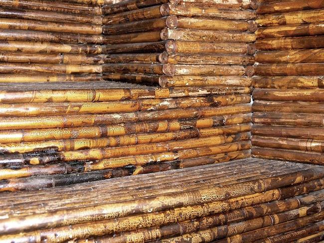 Chuyện kỳ lạ về ngôi nhà làm từ 100.000 tờ báo cũ, vững chãi hiên ngang suốt gần 1 thế kỷ vẫn không có dấu hiệu mục nát - Ảnh 3.