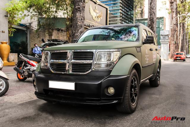 SUV địa hình Dodge hàng độc của ông Đặng Lê Nguyên Vũ bất ngờ xuất hiện trên phố Sài Gòn - Ảnh 4.