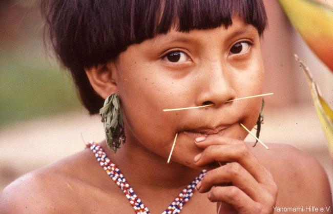 Bộ lạc kỳ dị ở Nam Mỹ: Cuộc sống khép kín và hủ tục mai táng bằng cách ăn tro cốt của người chết - Ảnh 6.