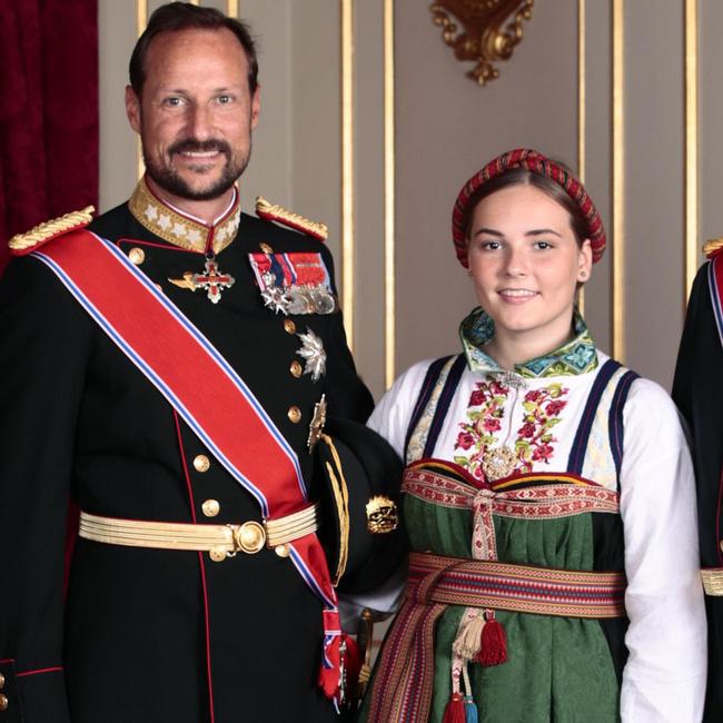 Ngất ngây với một loạt khoảnh khắc của các tiểu hoàng tử, công chúa trên thế giới cho thấy họ đích thực là bản sao hoàn hảo của cha mẹ mình - Ảnh 6.