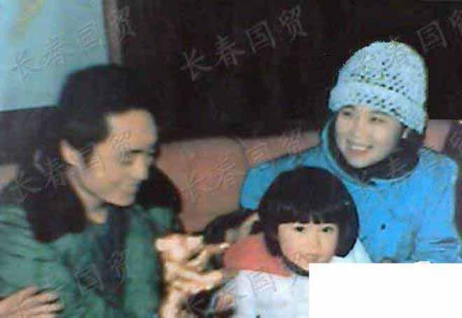 Con gái Trương Nghệ Mưu: Tuổi thơ bất hạnh vì cha mẹ ly hôn, đòi từ mặt cha khi bị cấm yêu - Ảnh 2.