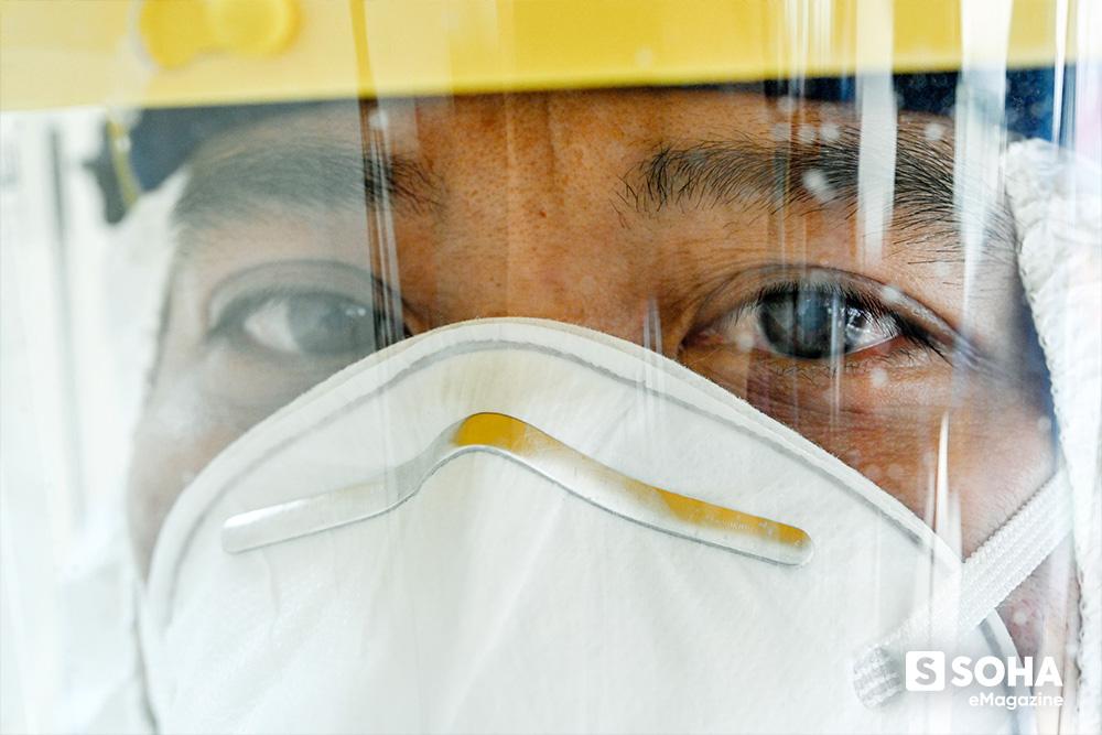 Ngứa không được gãi, khát không được uống, vệ sinh không được đi, họ là 500 thợ săn virus ở CDC lớn nhất Việt Nam - Ảnh 13.