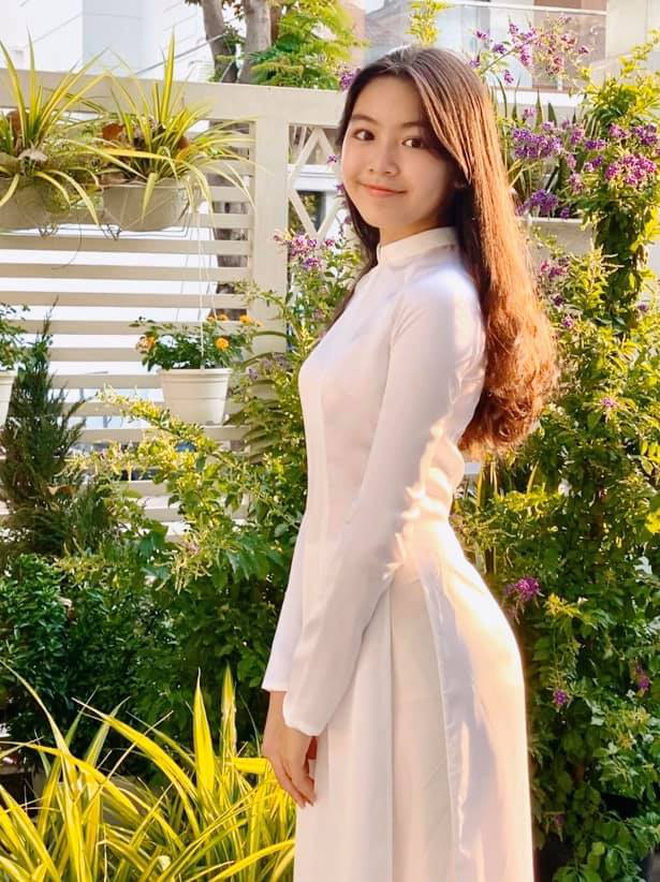 Con gái Quyền Linh mặc áo dài của mẹ đón sinh nhật tuổi 14: Đẹp nức nở thế này thì là công chúa chứ Lọ Lem gì! - Ảnh 2.