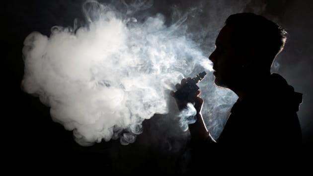 Mỗi năm TQ có 780.000 người mắc ung thư phổi: BS khuyên 3 việc không nên làm trước khi ngủ - Ảnh 2.