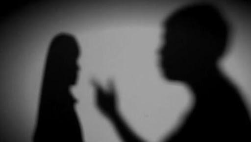 Cuộc đời địa ngục của bé gái 14 tuổi: Bị bố dượng xâm hại nhiều lần, mẹ ruột biết chuyện lại đánh và bảo con xin lỗi kẻ ác - Ảnh 1.