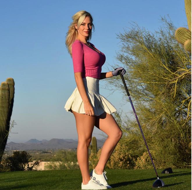 Nữ golf thủ dùng ngực đánh golf gây 'bão mạng' - Ảnh 4.