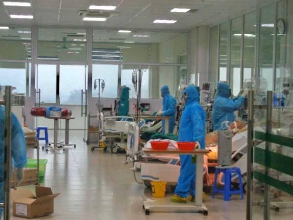 [TIN MỚI dịch COVID-19] Thêm 11 bệnh nhân COVID-19 ở BV Bệnh Nhiệt đới Trung ương khỏi bệnh; Hà Nội chuẩn bị cho kịch bản ứng phó với cấp độ 4 của dịch - Ảnh 1.