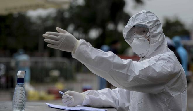 [Dịch COVID-19] Tin vui: Sẽ có 27 bệnh nhân khỏi bệnh, Việt Nam có 122 ca khỏi; Hà Nội chuẩn bị cho kịch bản ứng phó với cấp độ 4 của dịch - Ảnh 1.