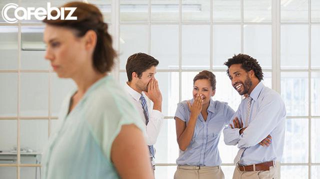 Bí mật nơi công sở: Có 3 điều không bao giờ được nói với đồng nghiệp, bất kể có thân đến đâu - Ảnh 4.