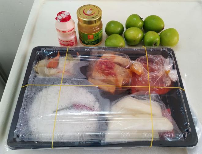 Những phần cơm cách ly bắt mắt và đẩy đủ dinh dưỡng gây sốt MXH: Thực đơn thay đổi liên tục, có thêm cả nho Úc, táo Canada - Ảnh 4.