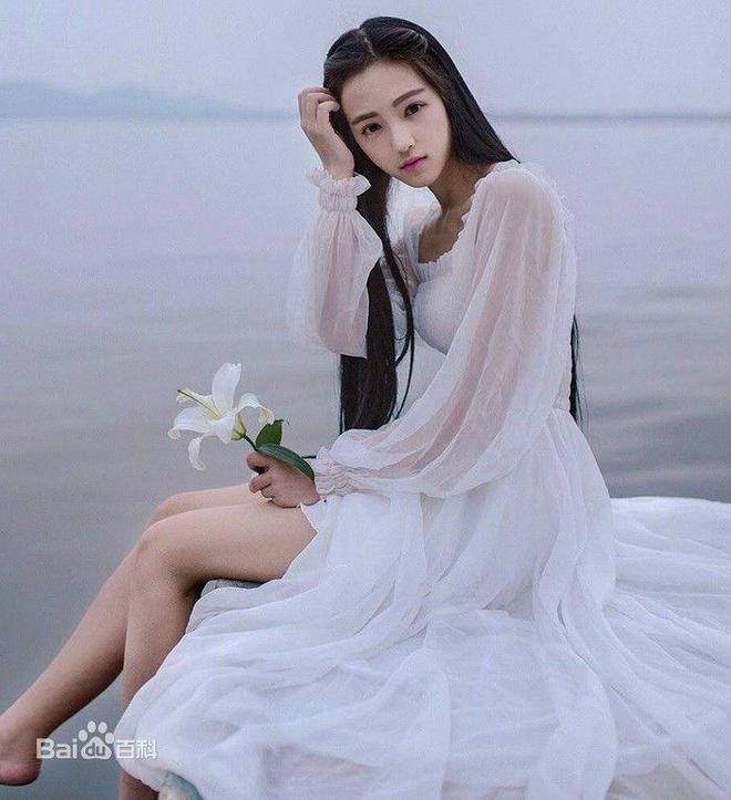 Nữ thần Vũ Hán lộ mặt cứng đơ khác lạ, là thiếu app chỉnh ảnh hay vừa phẫu thuật? - ảnh 9