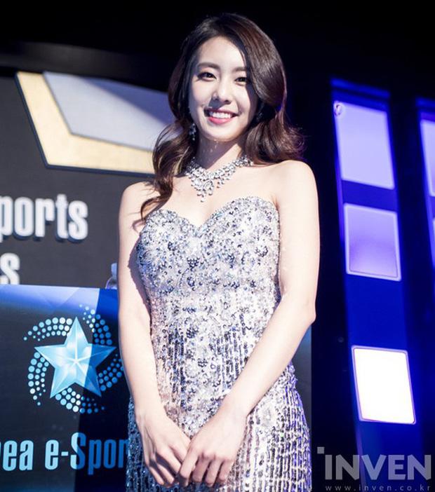So Ji Sub: Đại gia showbiz cưới mỹ nữ Liên minh huyền thoại được triệu đàn ông khao khát - Ảnh 14.