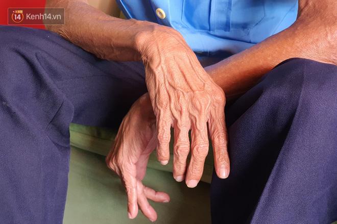 Được cộng đồng mạng giúp đỡ sau khi mất việc, bác bảo vệ già ở Sài Gòn xúc động: Con ơi, hãy giúp người khó khăn hơn - Ảnh 2.