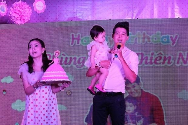 Nghẹn ngào hình ảnh gia đình hạnh phúc hiếm hoi của Phùng Ngọc Huy và cố diễn viên Mai Phương: Nụ cười nói lên tất cả! - Ảnh 2.