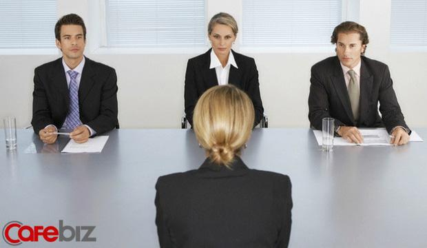 Nhà tuyển dụng hỏi: Dưới đất có một tờ 10k và một tờ 100k, bạn sẽ nhặt tờ nào? Cô gái trả lời khôn khéo lập tức được nhận việc - Ảnh 1.