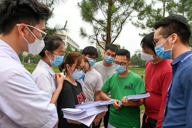 Dịch Covid-19 ngày 8/4: Có ca bệnh phức tạp, Hà Nam họp khẩn, phong tỏa 1 thôn; Việt Nam có 251 ca bệnh - Ảnh 2.
