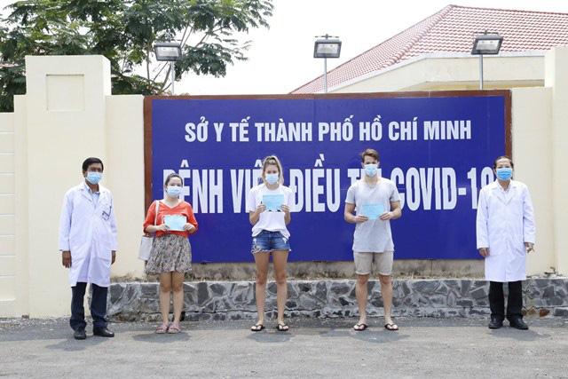 Dịch Covid-19 ngày 8/4: Có ca bệnh phức tạp, Hà Nam họp khẩn phong tỏa 1 thôn, cách ly 30 y bác sỹ; Tỷ lệ khỏi bệnh ở Việt Nam đạt 50% - Ảnh 1.