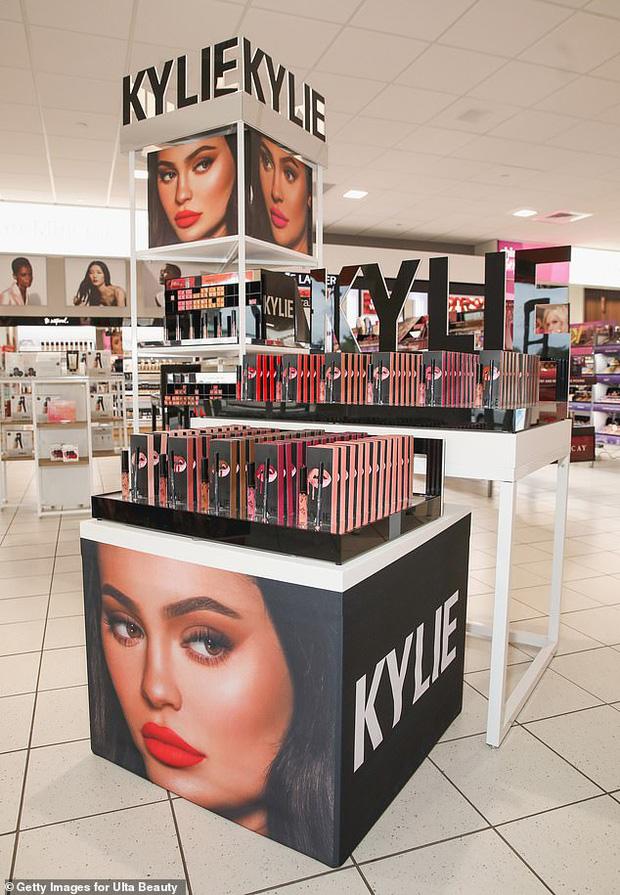 Forbes công bố BXH tỷ phú tự thân trẻ nhất thế giới 2020, Kylie Jenner giành No.1 liên tiếp 2 năm nhưng lại gây tranh cãi - Ảnh 3.