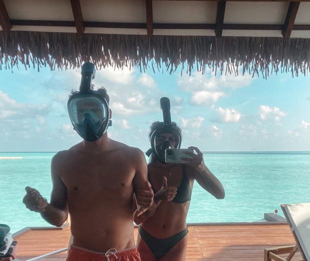 """Vẫn đi tuần trăng mật ở Maldives giữa mùa Covid-19, cặp đôi mới cưới bị mắc kẹt trên """"hòn đảo thiên đường chưa biết ngày về - Ảnh 1."""