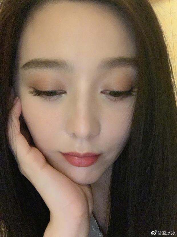 Phạm Băng Băng gây sốt với loạt ảnh chứng minh nhan sắc: Có ai U40 mà dám selfie siêu cận mặt như chị đẹp? - Ảnh 2.