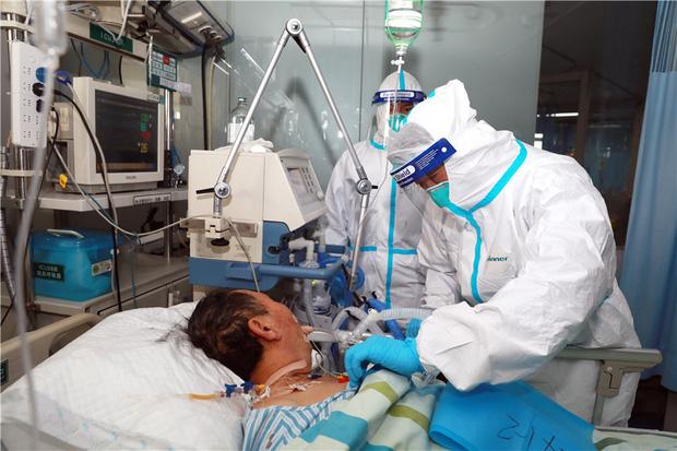Chuyên gia phân tích: Máy thở và máy thở không xâm nhập có công dụng thế nào trong việc điều trị Covid-19? - Ảnh 1.