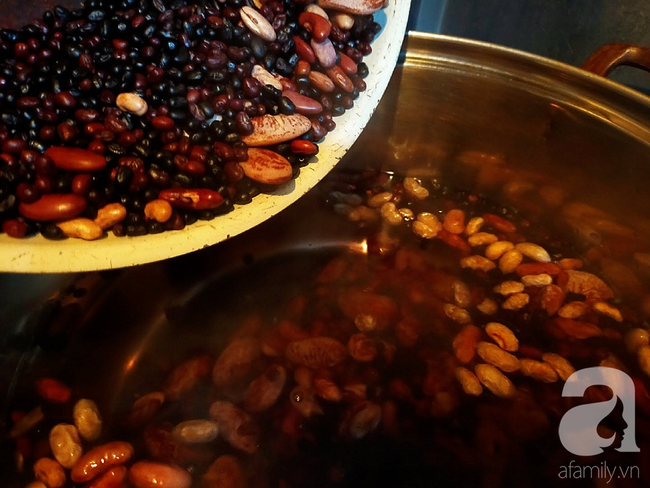 Nắng lên nấu nồi chè dừa thập cẩm vừa ngon vừa mát ăn là hợp lý nhất! - Ảnh 3.
