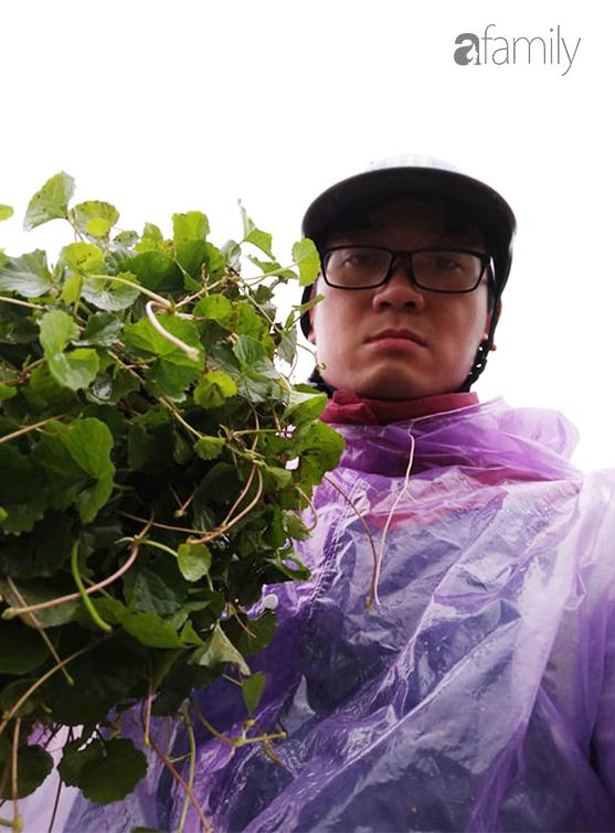 """Chống Covid-19, ngôi trường cách Hà Nội 40km biến thành trang trại thực phẩm sạch; giáo viên tự bắt cá, làm shipper, chốt đơn """"nhà nghề"""" - Ảnh 8."""