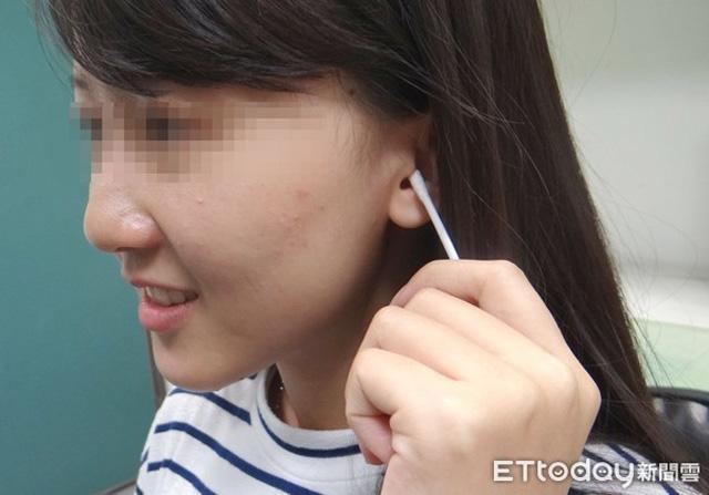 Cô gái 20 tuổi mất thính lực tạm thời do làm 1 việc mà rất nhiều người vẫn hay làm sau khi tắm - Ảnh 1.