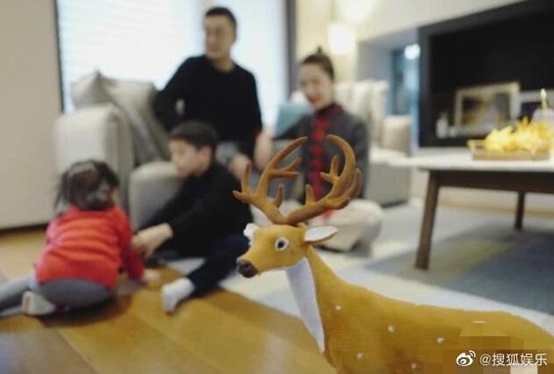 Tuesday nổi tiếng nhất Trung Quốc khoe nhẫn đánh dấu chủ quyền trong khi vợ hợp pháp xóa sạch ảnh chồng: Phải chăng hôn nhân của chủ tịch Taobao đã kết thúc? - Ảnh 3.