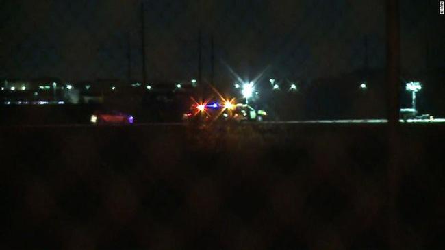 Bị máy bay tông chết tại chỗ vì đi bộ trên đường băng - Ảnh 1.