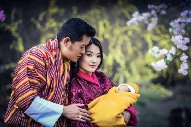 Hoàng hậu vạn người mê Bhutan: Người mẹ coi việc nuôi dưỡng con giống như chăm một cây xanh, tưởng chừng đơn giản nhưng không phải ai cũng làm được - Ảnh 1.