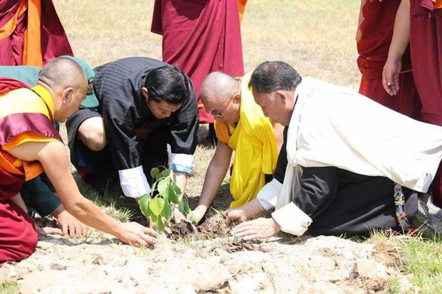Hoàng hậu vạn người mê Bhutan: Người mẹ coi việc nuôi dưỡng con giống như chăm một cây xanh, tưởng chừng đơn giản nhưng không phải ai cũng làm được - Ảnh 2.