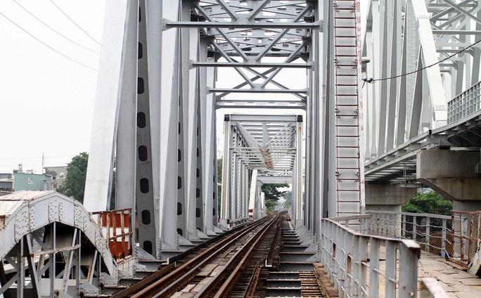 Chia tay cây cầu sắt Bình Lợi hơn trăm tuổi bắc qua sông Sài Gòn