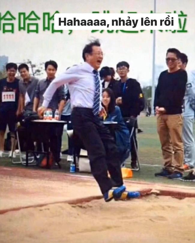 Thầy hiệu trưởng nhiệt tình nhưng không lượng sức mình, đích thân hướng dẫn nhảy xa và cái kết khiến cả trường cười ná thở - Ảnh 4.