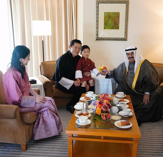 Hoàng hậu vạn người mê Bhutan: Người mẹ coi việc nuôi dưỡng con giống như chăm một cây xanh, tưởng chừng đơn giản nhưng không phải ai cũng làm được - Ảnh 5.