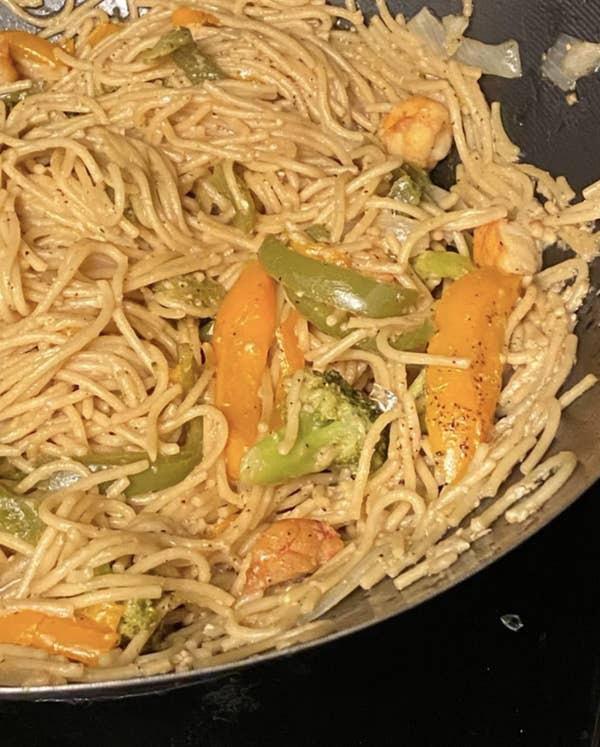 17 người đi vào bếp và biến mọi món ăn thành thảm họa chỉ trong một nốt nhạc - Ảnh 8.