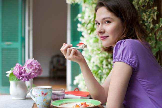 10 sai lầm khi ăn kiêng của phụ nữ - Ảnh 1.
