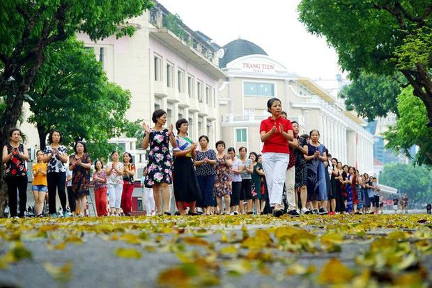 Từ 15/5, các phố đi bộ ở Hà Nội chính thức mở cửa trở lại - Ảnh 1.