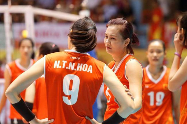 Hoa khôi bóng chuyền Kim Huệ bật khóc: Chấn thương nặng, sợ bị lãng quên - Ảnh 3.