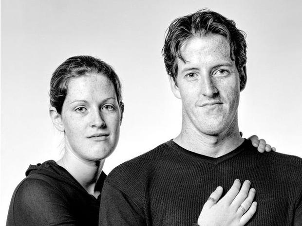 20 năm đi tìm những người xa lạ trông như sinh đôi để chụp ảnh, nhiếp ảnh gia cho ra đời bộ ảnh về hiện tượng bí ẩn chưa có lời giải - Ảnh 5.