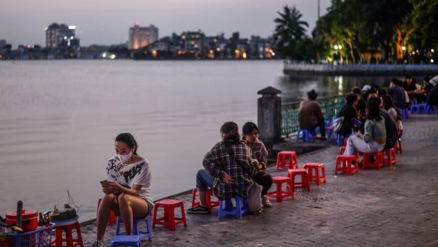 CNN: Sức sống và những nụ cười đã trở lại - Việt Nam chiến thắng COVID-19 không phải do tình cờ - Ảnh 2.