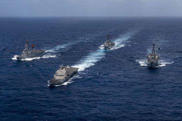 NÓNG: 5 tàu dầu Iran đột phá vòng vây của chiến hạm Mỹ - Diễn biến cực kỳ căng thẳng - Ảnh 3.