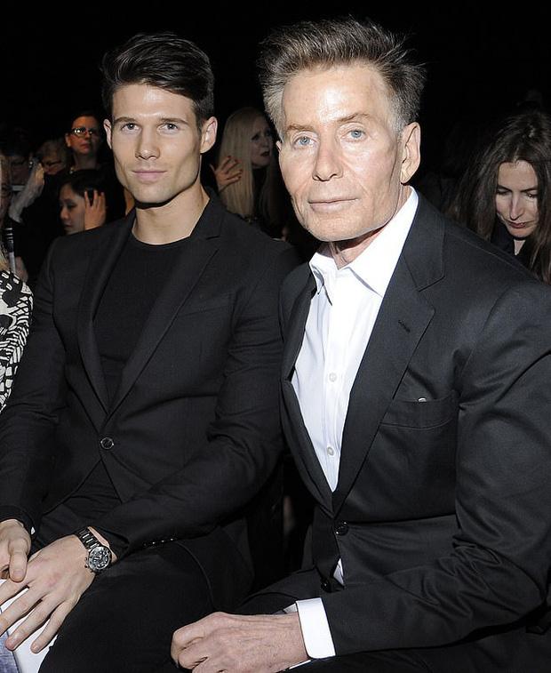 Calvin Klein - ông hoàng thời trang nước Mỹ: Đời tư phức tạp, ly hôn hai bà vợ để chuyển sang yêu trai trẻ kém gần 50 tuổi - Ảnh 10.