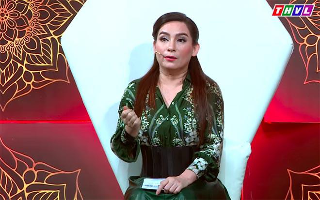 Phi Nhung nhắc nhở hoa hậu Hoàng Kim về cách ăn mặc ngay trên sóng truyền hình - Ảnh 3.