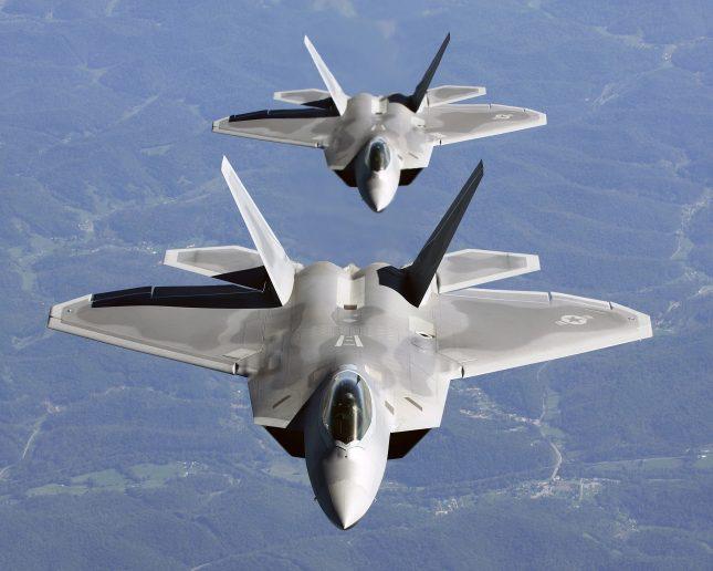 Tiêm kích F-22 Mỹ rơi ngay trên sân nhà - Chiến sự Syria bùng nổ - Ảnh 1.