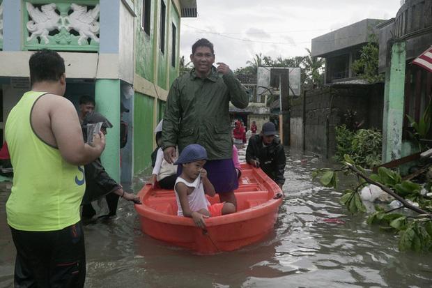 Bão Vongfong tàn phá nặng nề nhiều thị trấn của Philippines - Ảnh 1.