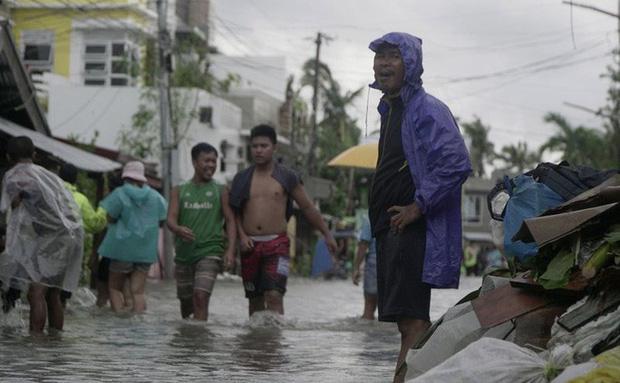 Bão Vongfong tàn phá nặng nề nhiều thị trấn của Philippines - Ảnh 2.