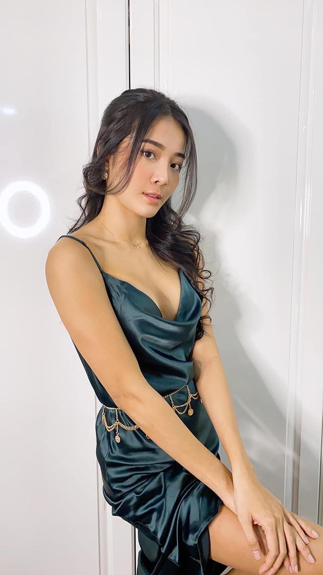 Vẻ nóng bỏng đời thường của tiểu tam hot nhất showbiz Việt - Ảnh 4.